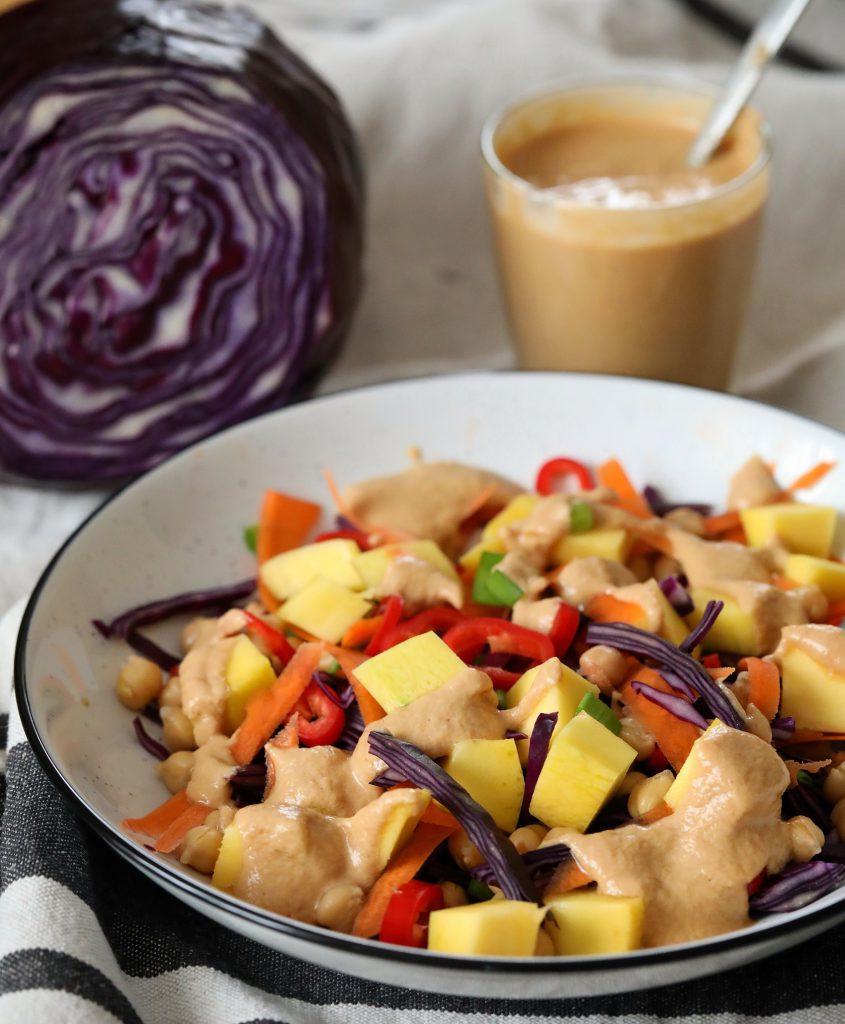 sałatka z mango i czerwonej kapusty kuchnia joanny